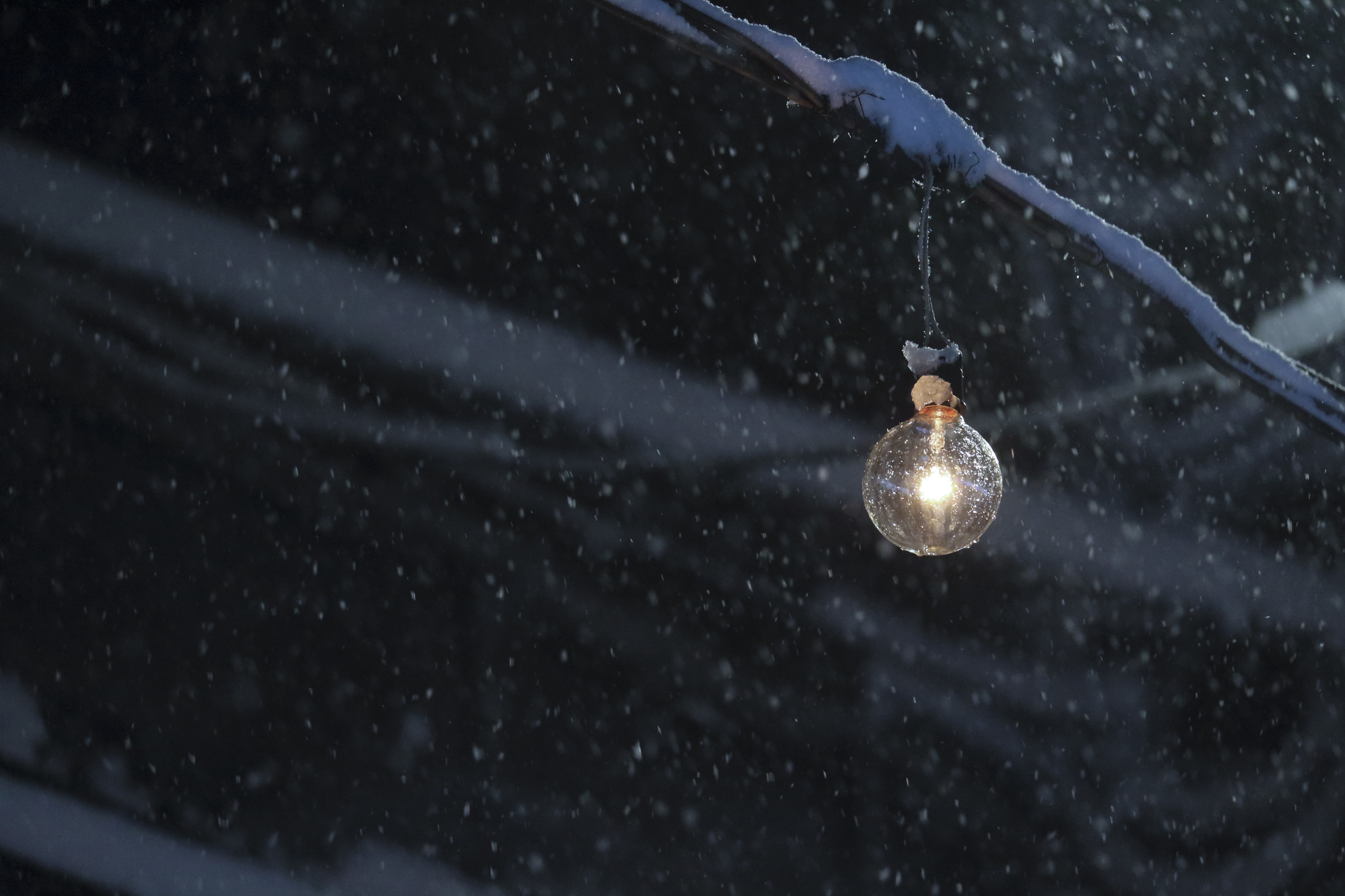 lighting-in-the-snowstorm-002