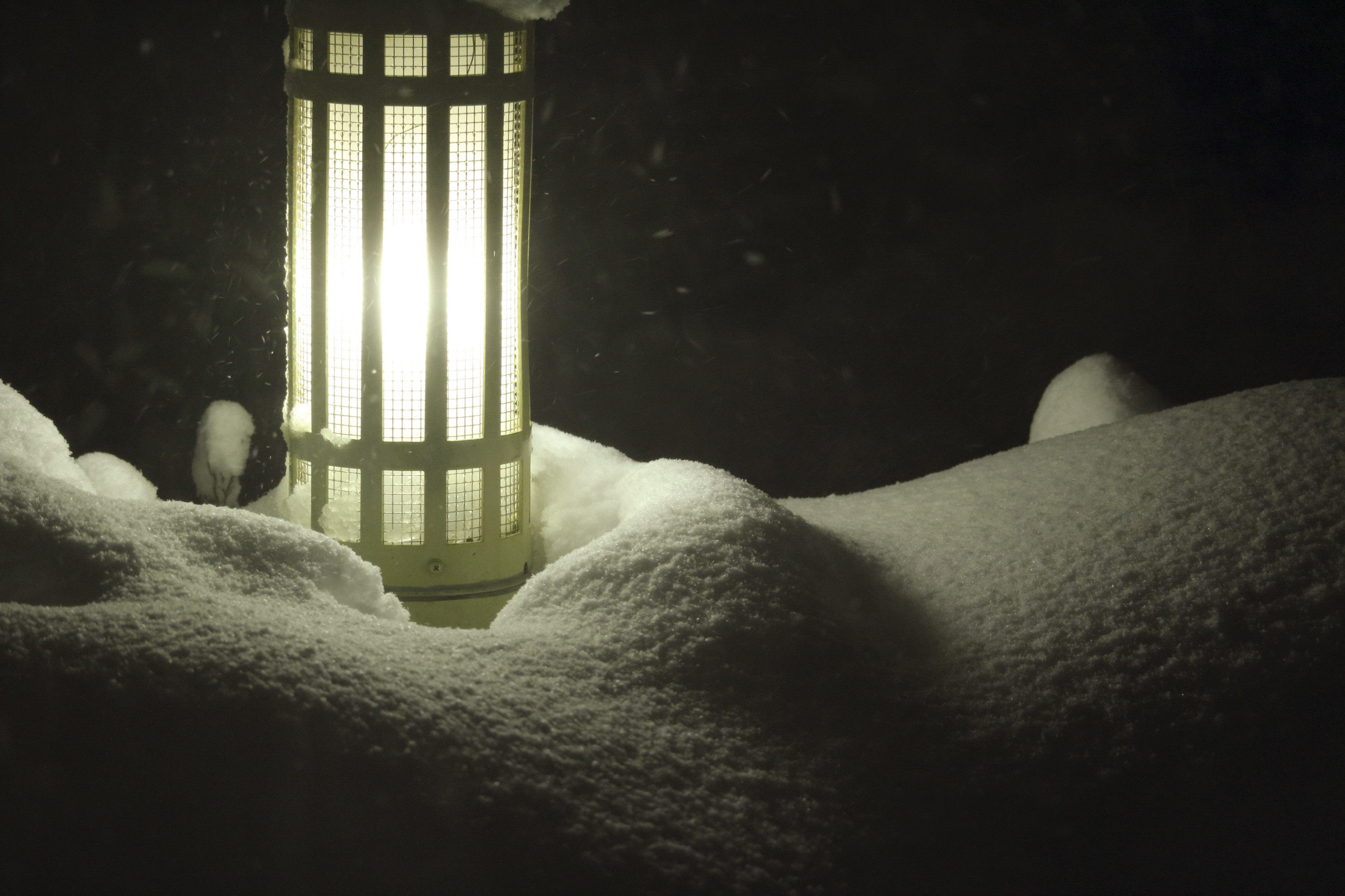 lighting-in-the-snowstorm-003